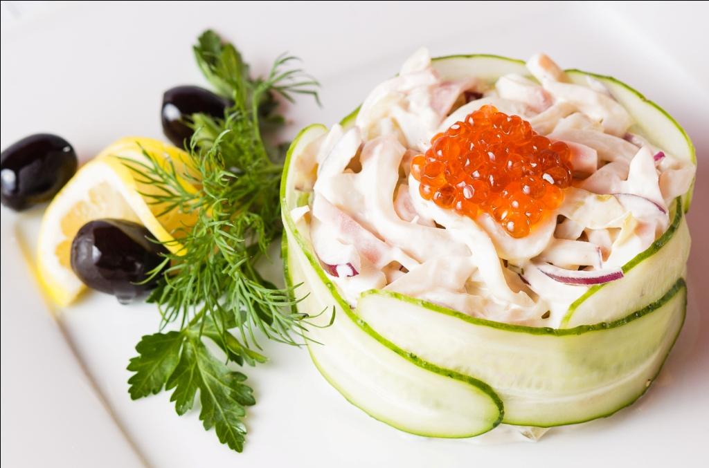Самый вкусный салат с кальмаром пошаговое с