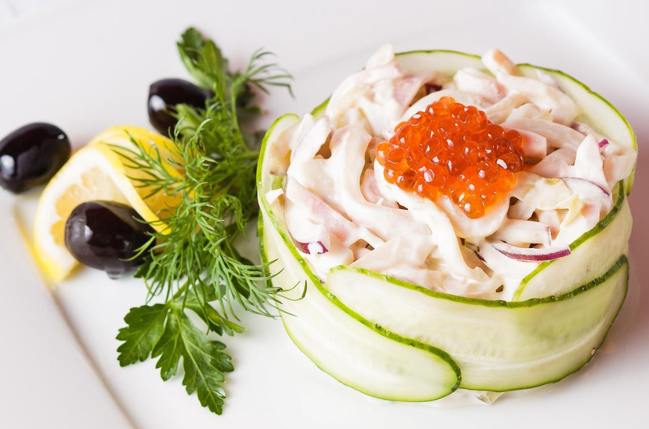 Салат из кальмаров и креветок рецепт очень вкусный пошаговый